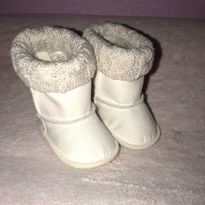 Other - Baby girl white winter boots